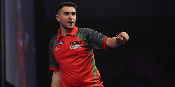 Jamie Lewis celebrates defeating Peter Wright (Lawrence Lustig, PDC)
