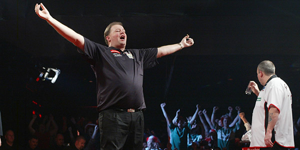 Raymond van Barneveld celebrates defeating Phil Taylor in 2007 World Championship Final (Lawrence Lustig, PDC)
