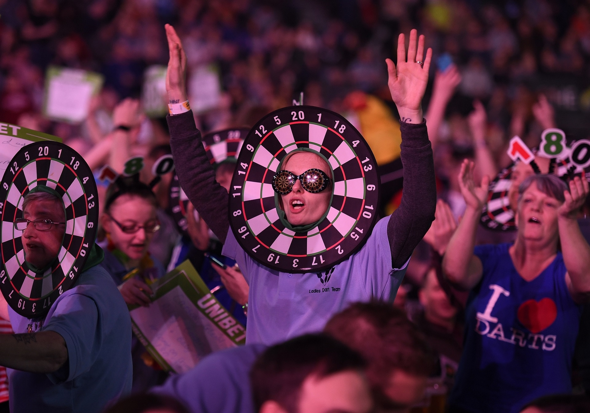 Fans at The SSE Arena (Michael Cooper, PDC)