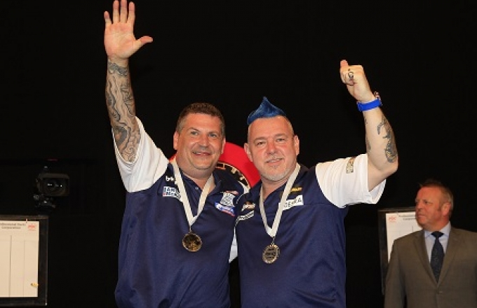 Gary Anderson & Peter Wright (Lawrence Lustig, PDC)