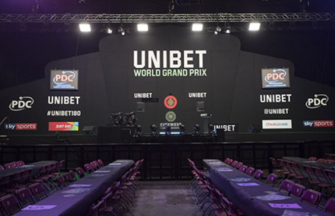 World Grand Prix stage (Lawrence Lustig, PDC)