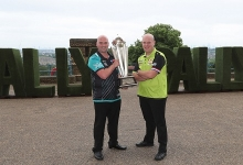 Rob Cross & Michael van Gerwen (Lawrence Lustig, PDC)